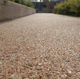 胶粘石路面
